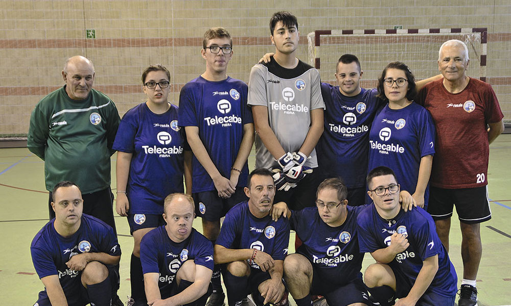 El FC Bahía Santa Pola equipo de Educación Especial da sus primeros pasos en un emocionante encuentro