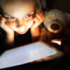"""Evita la dependencia tecnológica con los 5 pasos """"detox"""" para tus hijos"""